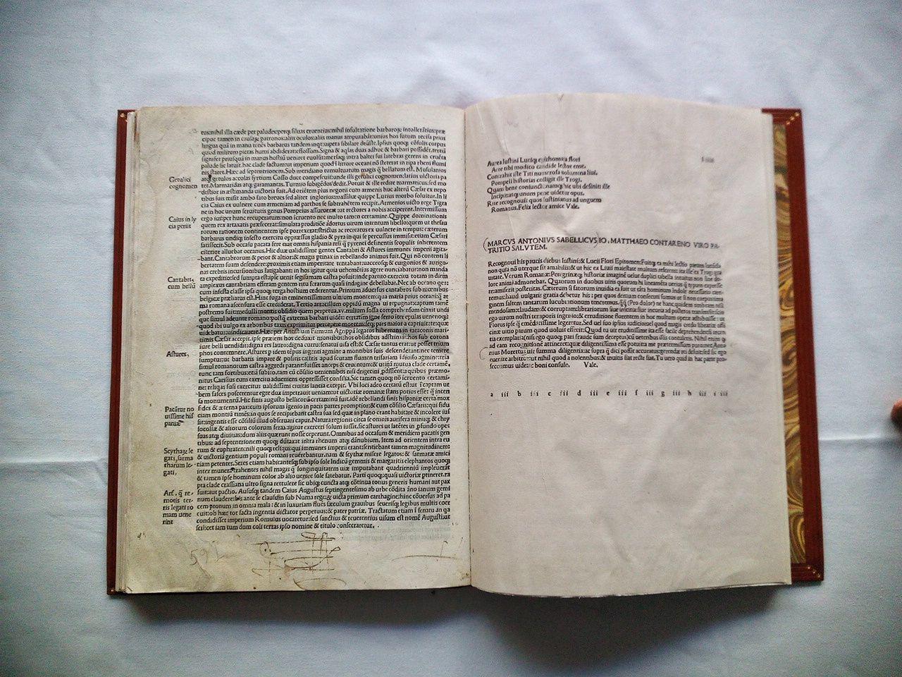 [Fol. I recto, sin numerar, ] IVSTINI HISTORICI [Fol. II recto, sign. aii] IVSTINI HISTORICI CLARISSIMI IN TROGI POMPEII HISTORIAS EXORDIUM / [continúa] (C) VM multi ex Romanis etiam conf(s)ularis dignitatis u(v)iri res romanas graeco per.../ [Fol. XXXVII verso, al final] Iuf(s)tini hif(s)torici u(v)iri clariff(ss)imi epithomatum in Trogi / Pompeii hif(s)torias liber.XLIIII.& ultimus feliciter finit. / [Fol. XXXVIII recto, sign. gii] Ad magnificum comitem Petru(m) Maria(m) Rubeu(m) Parme(n)f(s)em Philippi broaldi Bononienf(s)is Epif(s)tola. / [continúa a mitad de página] LV(U)CII FLORII GESTORV(U)M ROMANORV(U)M EPITHOMA INCIPIT. / [Fol. LIII -verso-, 59 lineas de impresión. Comienza en la linea 1] tus:nihil illa caede per paludes:perq3(ue) f(s)iluas cruentius:nihil inf(s)ultatione barbaror intollera(n)tius:prae / [y al final, en la linea 59 y última, dice] f(s)cilicet iam tum dum coli terras ipf(s)o nomine & titulo conf(s)ecraretur. / [Fol. LIIII -recto-, con 27 lineas de impresión. Co